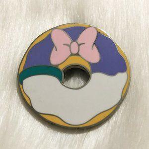 🔮 5/$25 Daisy Duck Donut Disney Pin